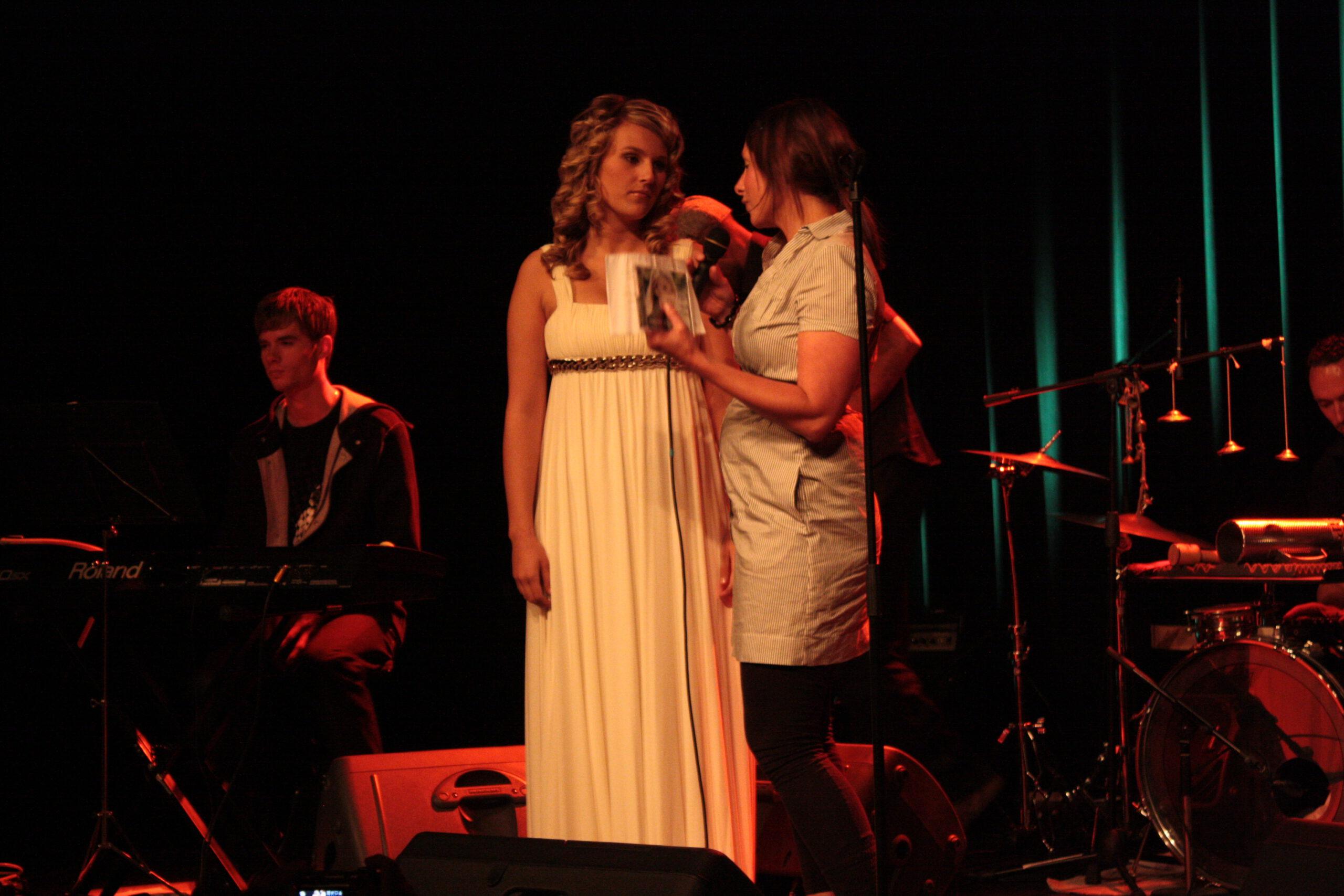 2009_05_19 Barbara Karel van 3FM presenteerd de eerste CD