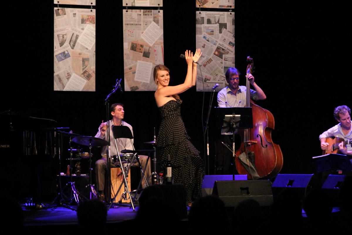 2013-02-17 Daisy Correia canta José Afonso Prismare Enschede